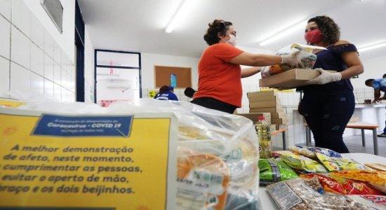 Covid-19: famílias da rede municipal recebem 3º lote de kits e merenda