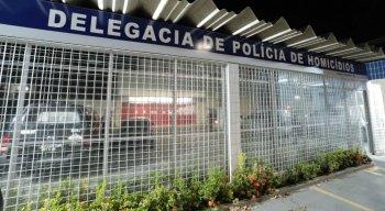 O suspeito foi levado para a Delegacia de Homicídios de Paulista