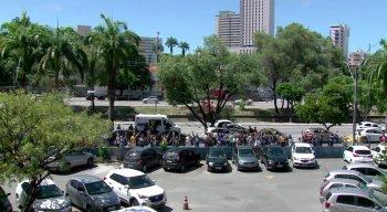 Grupo se concentrou em frente ao estacionamento do Hospital da Restauração