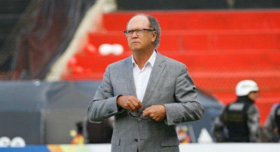 """Exaltando seleção de 82, Falcão fala dos amigos, da carreira e diz que saída do Sport """"foi precipitada"""""""
