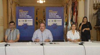 Secretário estadual de Saúde, André Longo (centro), reforçou necessidade de isolamento social