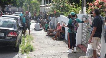 Fila no bairro de Casa Amarela, Zona Norte do Recife