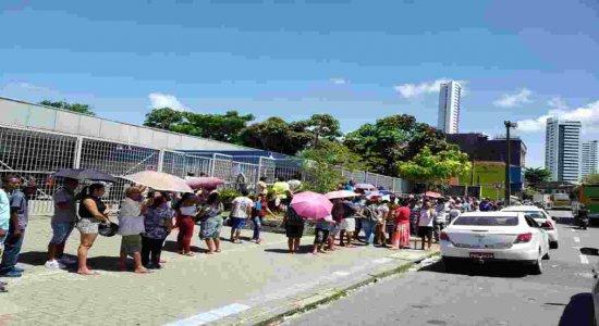 Procon multa agências da Caixa em R$ 20 mil por dia por aglomerações
