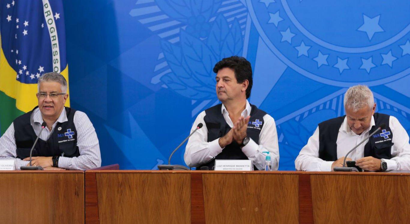 Secretário de Vigilância em Saúde, Wanderson de Oliveira, ao lado do ministro da Saúde, Luiz Henrique Mandetta