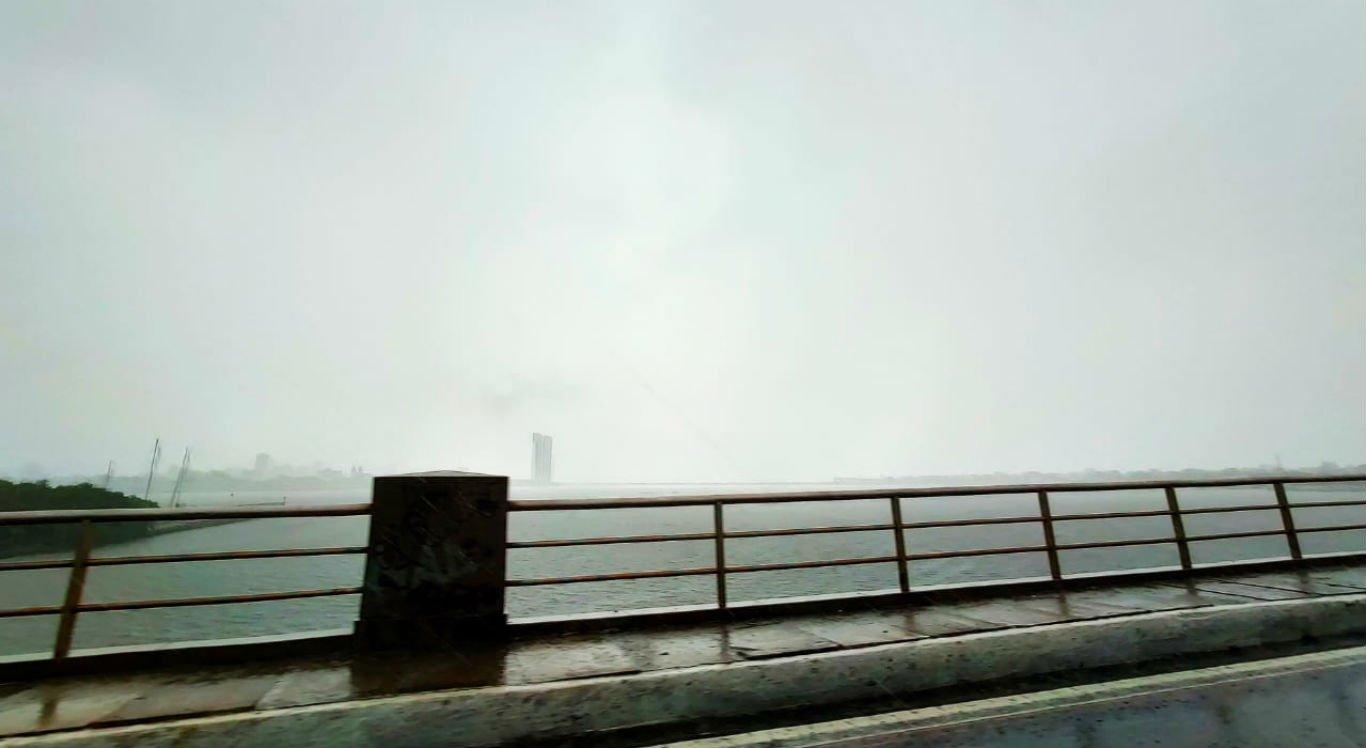 Chuva no bairro do Cabanga, no Recife