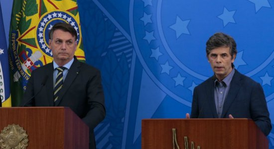 Bolsonaro anuncia substituto de Mandetta no Ministério da Saúde