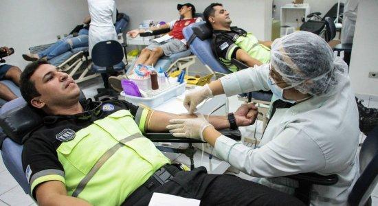 Agentes participaram de ação de doação de sangue