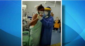 O chefe da Divisão Médica do Hospital Universitário (HU) de Petrolina, Pedro Diniz, dançou com a paciente do novo coronavírus