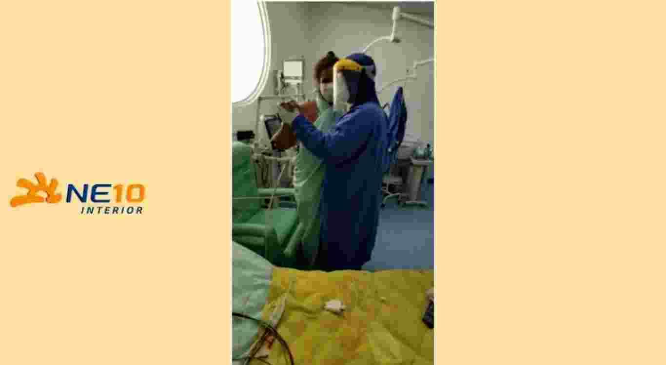 Médico dança com paciente em Petrolina