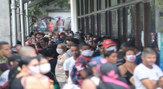 Filas foram registradas em várias agências, no Grande Recife