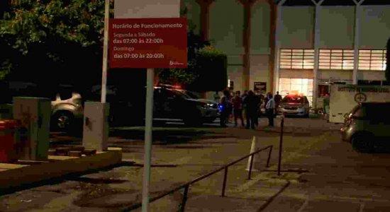 Homem é assassinado em estacionamento de supermercado em Paulista