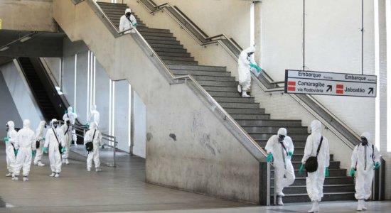 Covid-19: militares fazem higienização de estações do Metrô do Recife