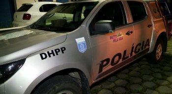 A polícia investiga a motivação e a autoria do crime.