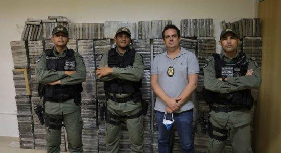 PF apreende 650kg de cocaína dentro de aeronave em Igarassu