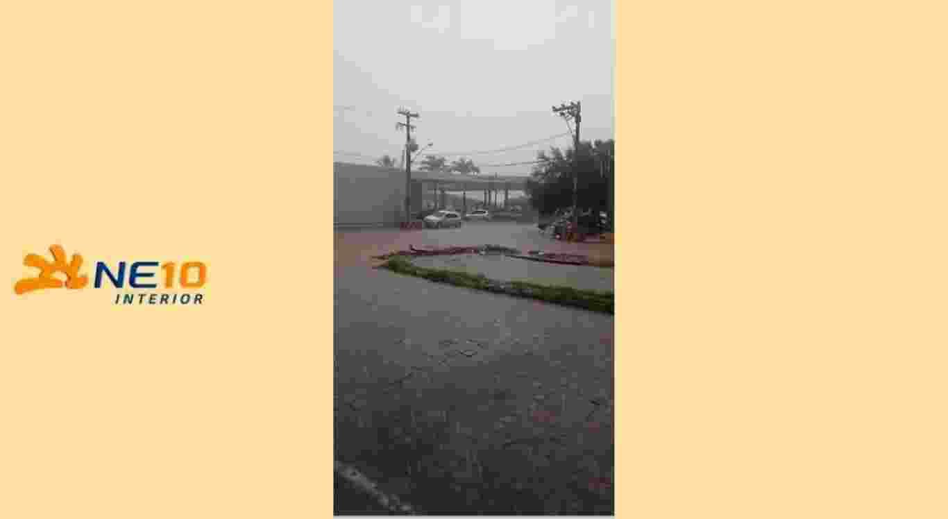 Chuvas causam alagamento em Pesqueira