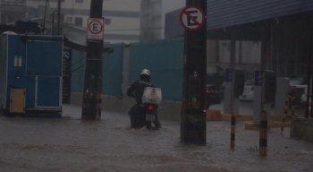 Chuvas causam alagamentos na RMR