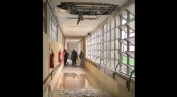 Parte Hospital Getúlio Vargas do teto caiu devido à forte chuva no Recife