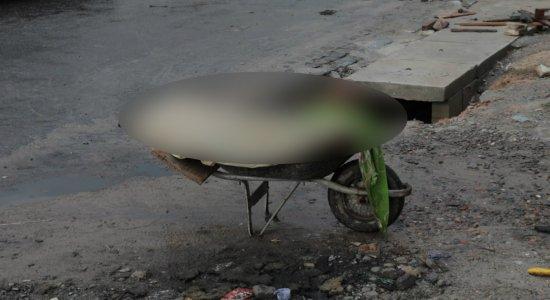 Homem de 60 anos com suspeita de coronavírus morre em carro de mão em Olinda