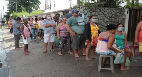 Auxílio de R$ 600: filas em agências da Caixa cercam quarteirões