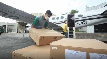 Respiradores chegaram na tarde deste domingo (26) em Pernambuco