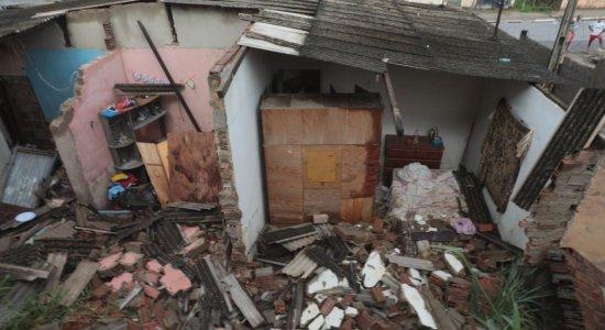 Mulher fica ferida com queda de muro em casa no Cabo de Santo Agostinho