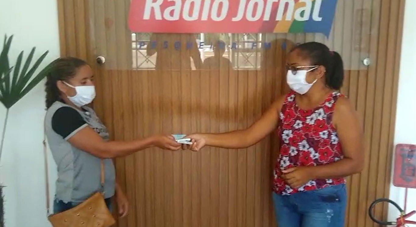 Entrega foi realizada na Rádio Jornal Pesqueira