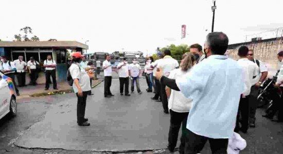 Rodoviários da empresa Vera Cruz paralisam atividades no Grande Recife
