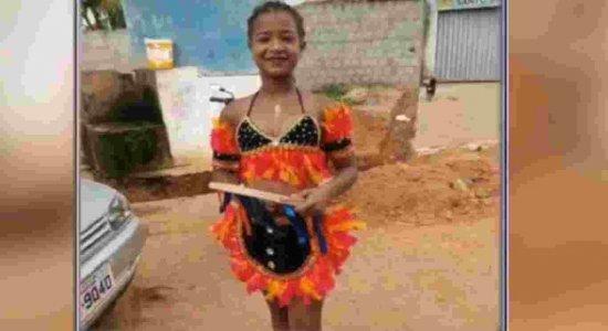 Menina de 12 anos é atingida por bala perdida dentro de casa e morre