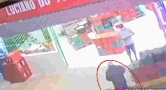 Vídeo: comerciante é assassinado a tiros no trabalho em Caruaru