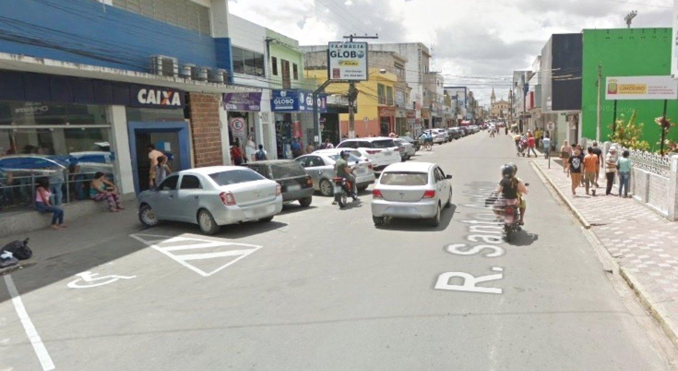 Limoeiro interdita avenida para organizar filas