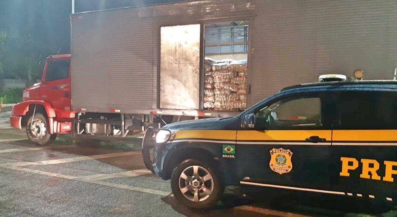 Caminhão com 21 toneladas de açúcar sem nota fiscal é retido em Garanhuns