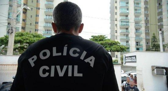 Operação da Polícia Civil que investiga suposta fraude em licitações no valor de R$ 12 milhões apreende documentos e computadores