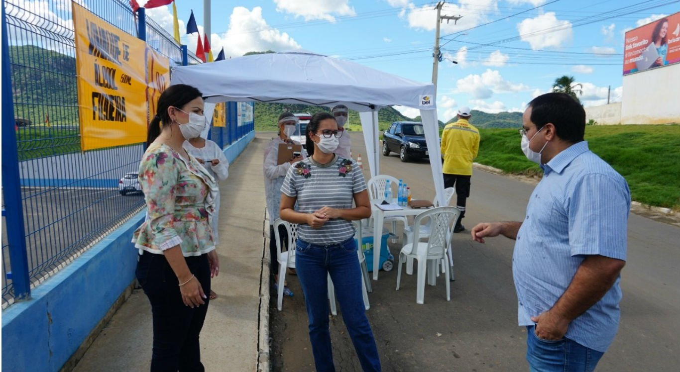 Barreiras sanitárias abordam população em Serra Talhada