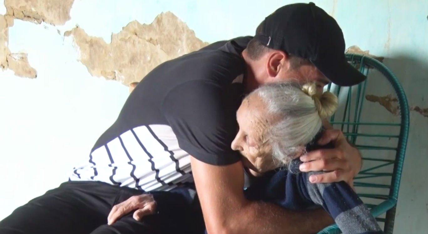 Neto de 29 anos cuida da avó de 105 em Serra Talhada