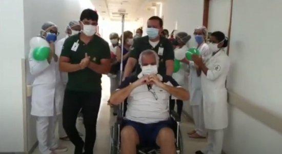 Primeiro paciente diagnosticado no Recife com coronavírus recebe alta