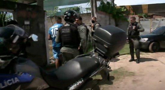 Suspeitos de roubarem 12 mil para comprar celular são presos em perseguição policial em Jaboatão
