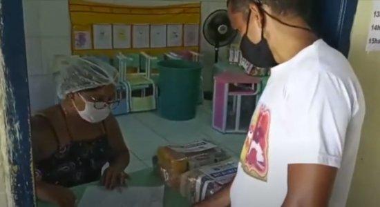 Olinda distribui cestas básicas para estudantes da rede municipal
