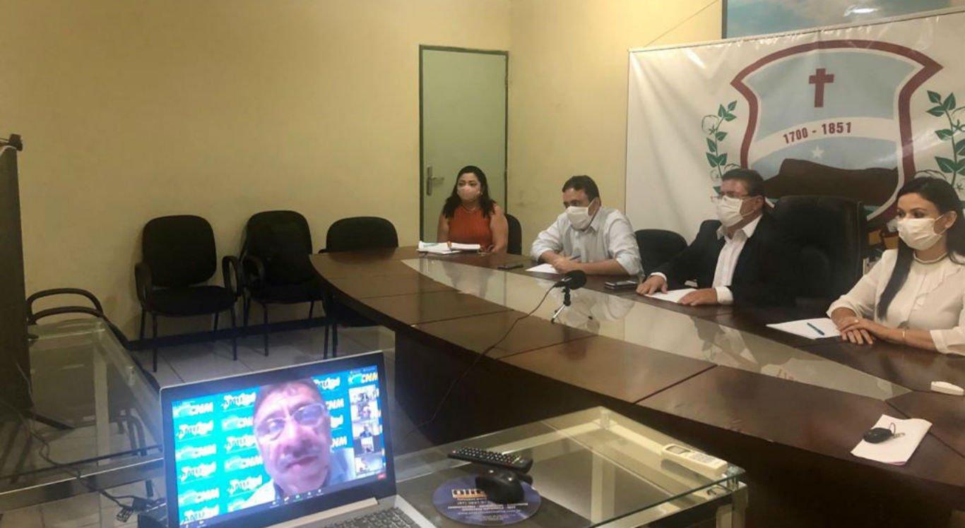 Reunião em videoconferência com a Amupe e o TCE
