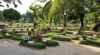 No cemitério Parque da Flores, já foram sepultadas 600 vítimas na ala dedicada ao novo coronavírus.