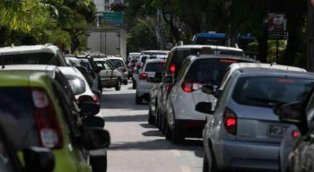Carros e outros veículos deverão obedecer esquema de rodízio