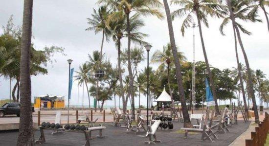 Atividade individual com profissional de educação física em parques, praças e orla é liberada no Recife