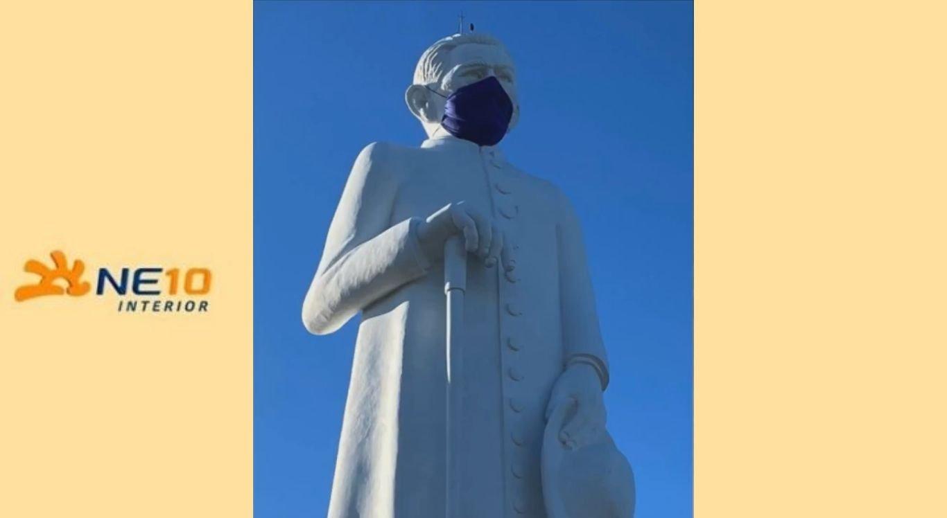 Estátua do padre Cícero ganhou máscara de proteção