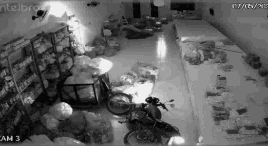 Vídeo: moto liga misteriosamente e assusta o dono no Agreste