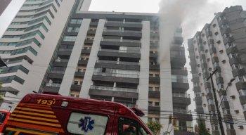 Incêndio em apartamento na Avenida Beira-Rio, no Recife