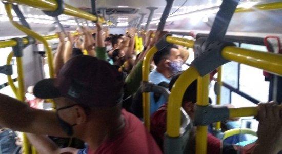 Profissional registra superlotação em ônibus em 1º dia de quarentena