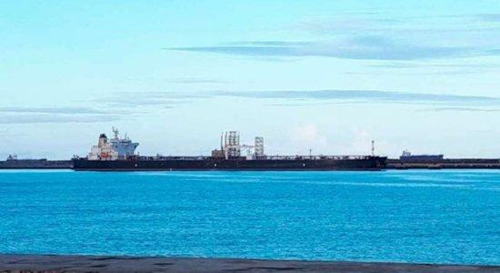 Após tripulante testar positivo para coronavírus, navio fica em quarentena no Porto de Suape