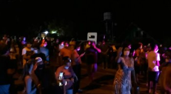 Os moradores da Ilha de Fernando de Noronha protestaram contra a chegada dos servidores