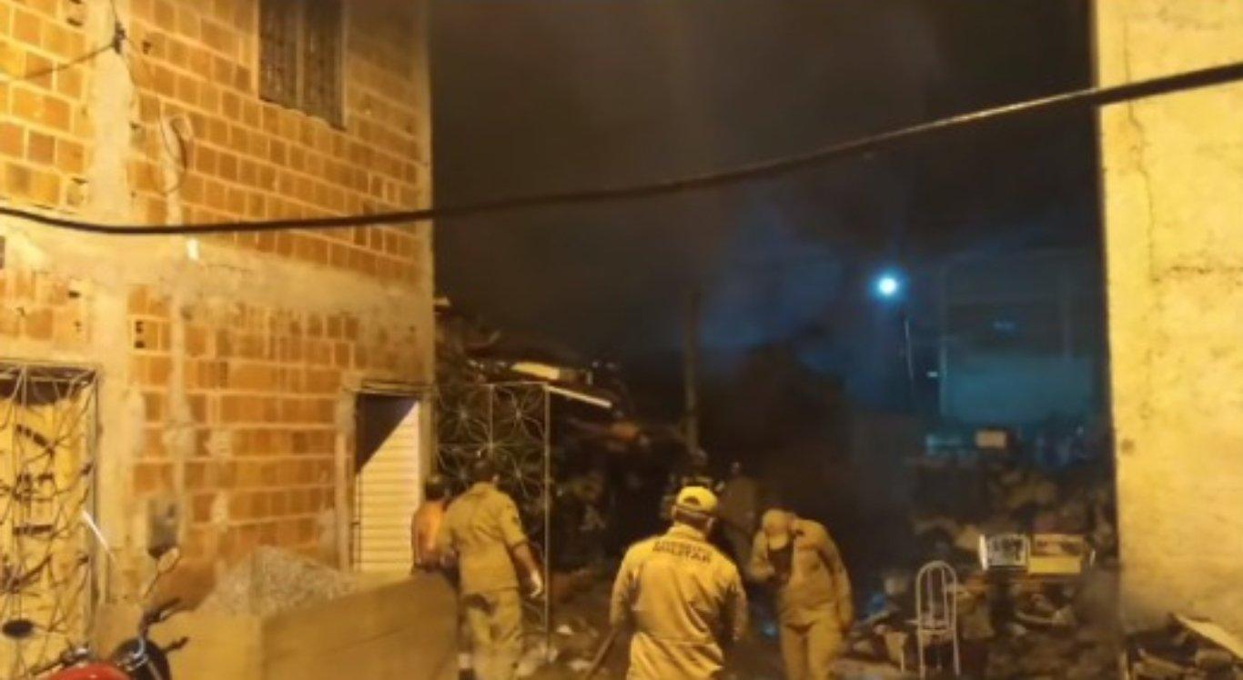 Incêndio destrói residência em Caruaru