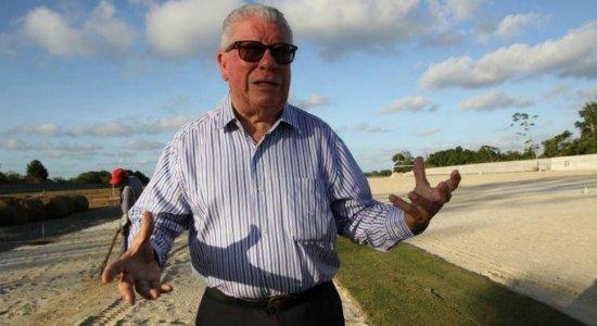 João Caixero promete campanha do tijolo para obras do CT do Santa Cruz: