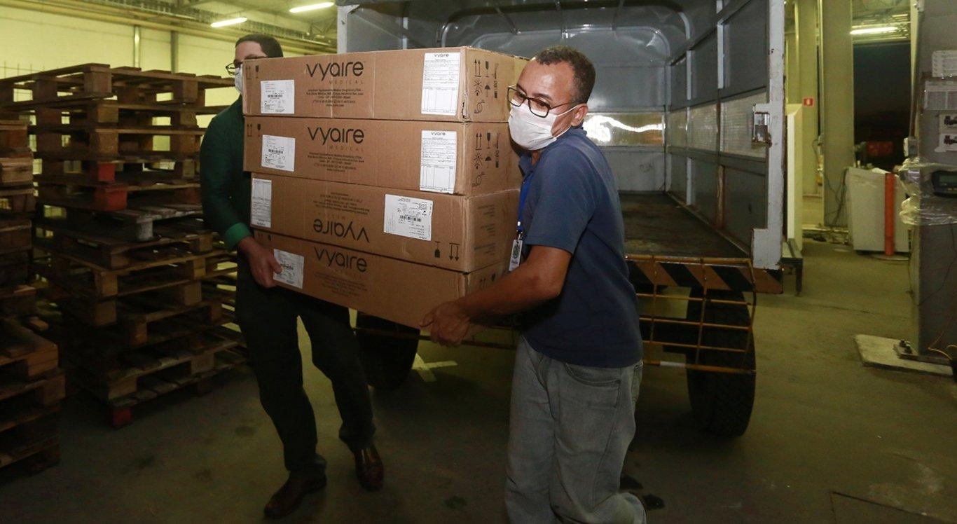 Pernambuco recebe mais 35 respiradores para equipar hospitais na capital e interior